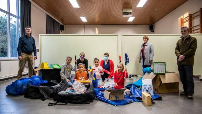 """Afscheidnemend buurtcomité schenkt 2.300 euro aan wijkschool Avermaat: """"Mooi gebaar in moeilijke tijden"""""""