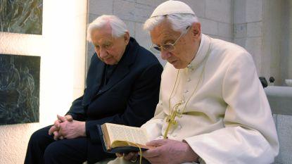 Vroegere paus Benedictus (93) keert terug naar Duitsland om zieke broer (96) te bezoeken