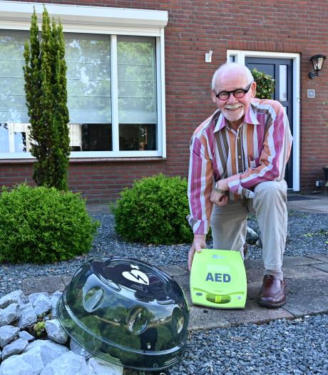 Toon Hermsen vindt adres voor zijn defibrillator