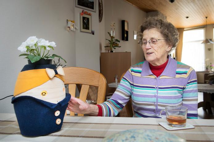 Tessa op tafel bij Rie Kaldenberg.