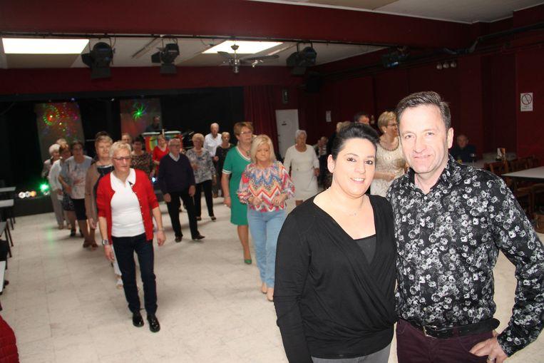 Isabelle en Chris in de feestzaal van De Wante, waar nu al succesvolle dansnamiddagen plaatsvinden.