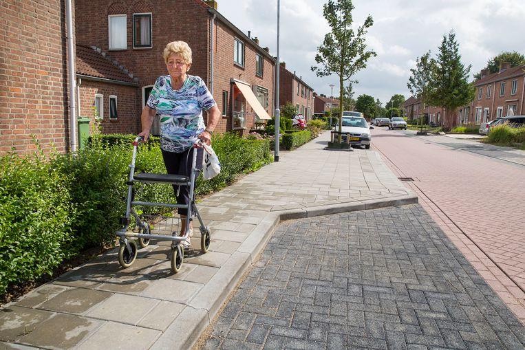 Oudere Moerdijkers hebben hun dorp ingrijpend zien veranderen.  Beeld arie kievit