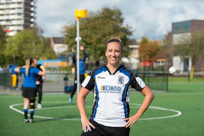 Martine Hese is op vele vlakken actief bij de Arnhemse korfbalvereniging EKCA. De speelster van het tweede team is lid van verdienste.