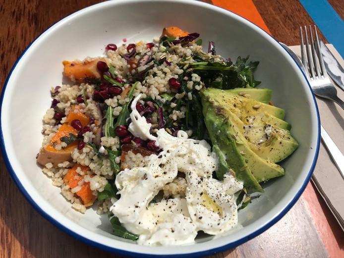 Slaatje groenten en gerst