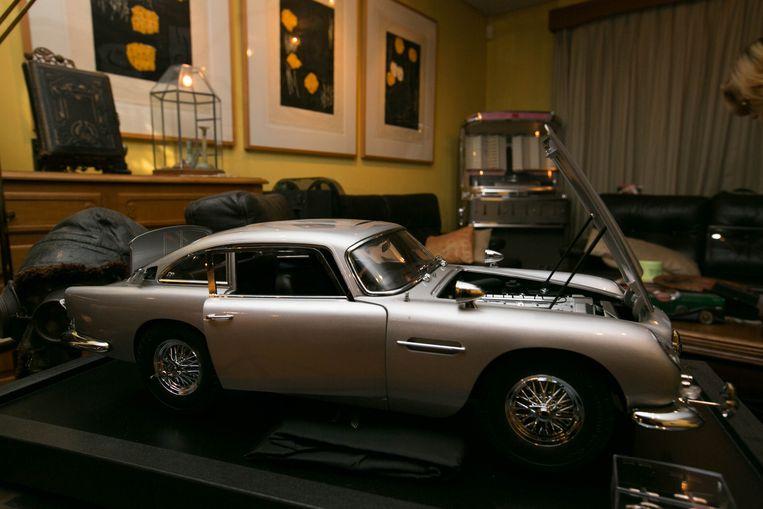 De miniatuurversie van de Aston Martin DB5, die Ivo stukje bij beetje in elkaar zette.