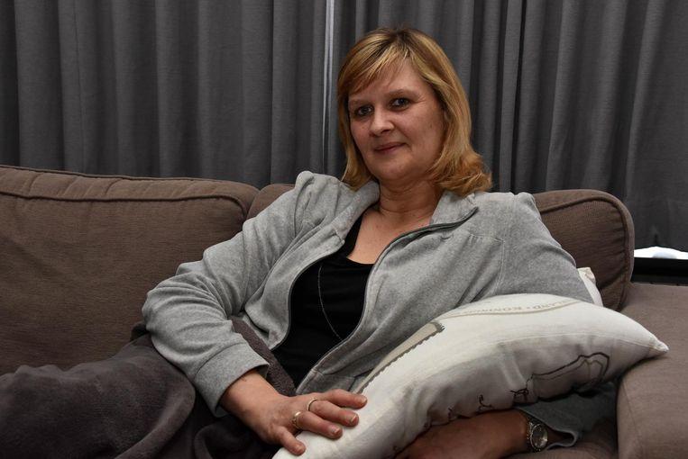 Gemeenteraadslid en kassierster Linda Bosch kreeg een flinke duw van een van de dieven en smakte met haar hoofd op de grond.