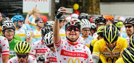 Domplein startpunt van fietsers en renners die sporten voor Ronald McDonalds Kinderfonds