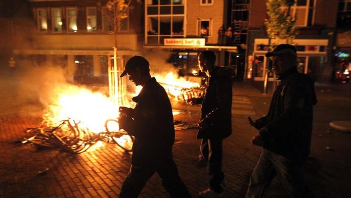 De politie kwam in actie nadat wat een ludieke bijeenkomst had moeten worden, uitmondde in rellen