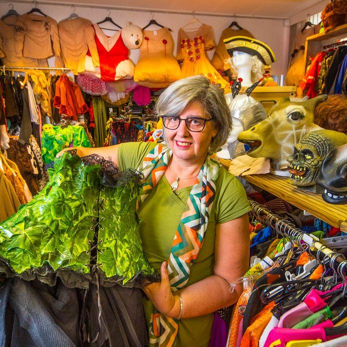 Aly van der Laan in haar kledingverhuurwinkel Masquerade in Borculo