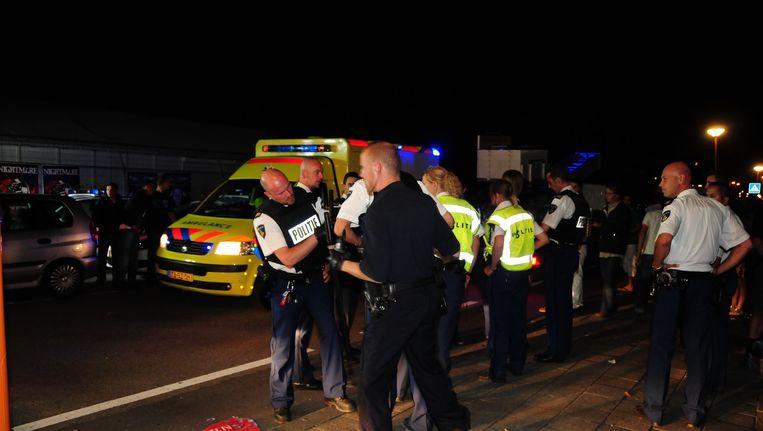 De politie grijpt in tijdens de strandrellen in augustus 2009 Beeld ANP