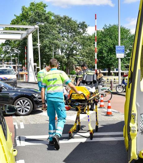 Fietsster wordt aangereden door auto in Tilburg en raakt gewond
