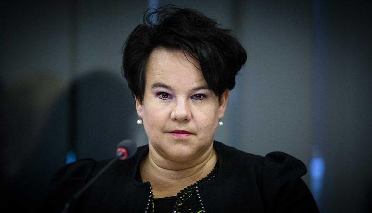 Staatssecretaris Sharon Dijksma van Economische Zaken tijdens het debat over het voorstel van Kamerlid Marianne Thieme (Partij voor de Dieren) voor een verbod op plezierjacht. Thieme vindt het voor het plezier doden van wilde eend, haas, konijn, fazant en houtduif niet meer van deze tijd. Beeld anp