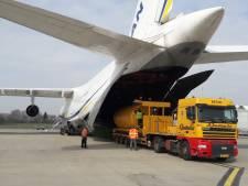Complete betonfabriek vanuit Son in  een Antonov geladen