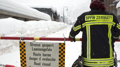 Bekend Zwitsers skioord Zermatt opnieuw afgesloten, toeristen worden geëvacueerd met helikopters