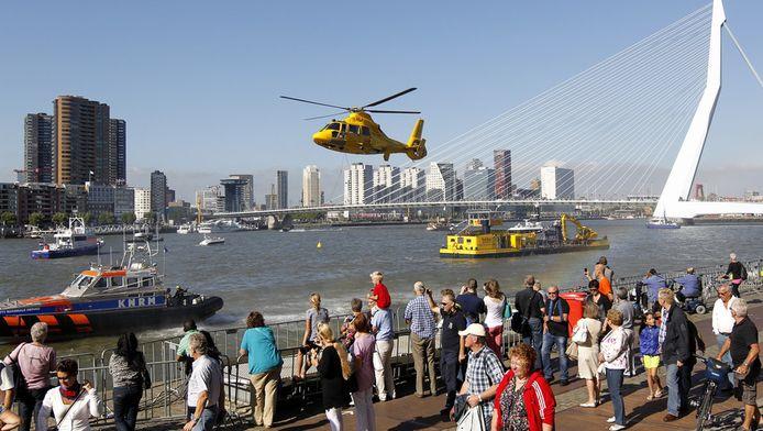 Op het water vond vorig jaar ter hoogte van de Wilhelminapier de officiele opening plaats van de jaarlijkse Wereldhavendagen.