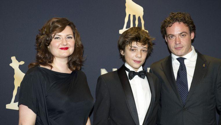 De hoofdrolspelers van de openingsfilm Nono, het Zigzag Kind; (VLNR) Jessica Zeylmaker, Thomas Simon en Fedja van Huet op de rode loper voor de opening van het Nederlands Filmfestival vorig jaar in september. Beeld anp