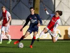 Helmond Sport pakt punt tegen Jong Ajax in wedstrijd van de lelijke doelpunten