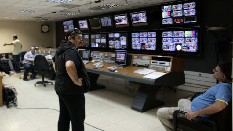 Werknemers bezetten een productiekamer van ERT. Beeld getty