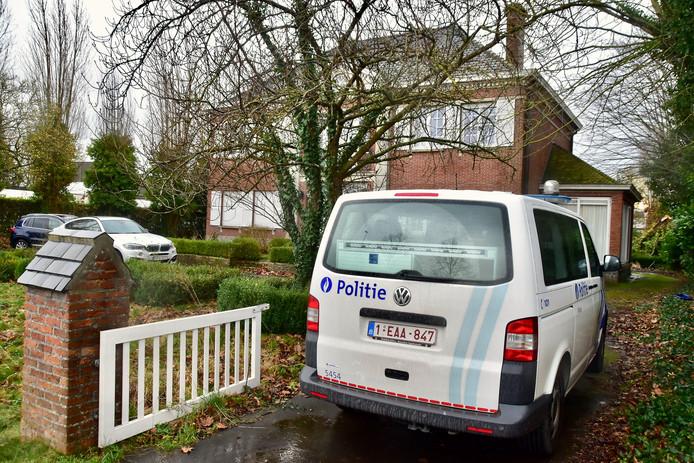 De schietpartij speelde zich af bij een statige, ietwat verouderde villa langs de Breestraat in Wielsbeke.