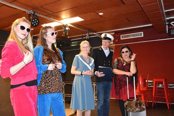 Leden van toneelvereniging Iets Anders uit Erp moesten de repetities voor hun jubileumstuk 'Liefdevol het schip in' vanwege het coronavirus stilleggen.