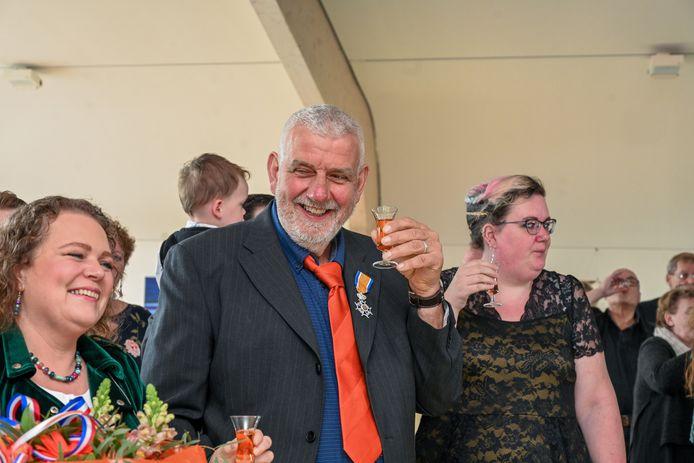 DS-2019-3651 - Zeewolde - Jan Geijteman, hij is ridder geworden in de orde van oranje nassau. Foto van de Biezen