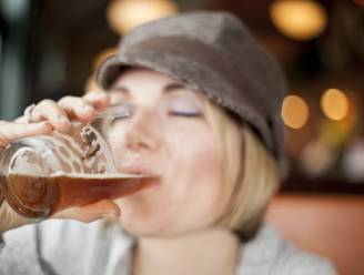 Vrouwen weten waarom: 5 redenen om een pint te bestellen