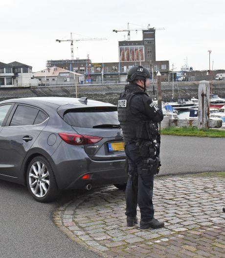 Politieheli en zwaarbewapende agenten, maar wat ze in Breskens deden is onduidelijk