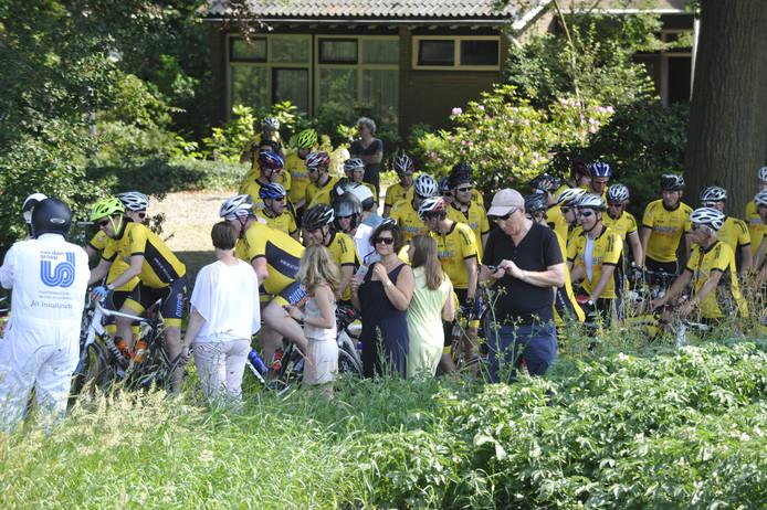 Ook in 2015 ging een groep Tukkers met De Twentsche Courant Tubantia naar de Tourstart, die toen in Utrecht plaatshad. Foto: Carlo ter Ellen