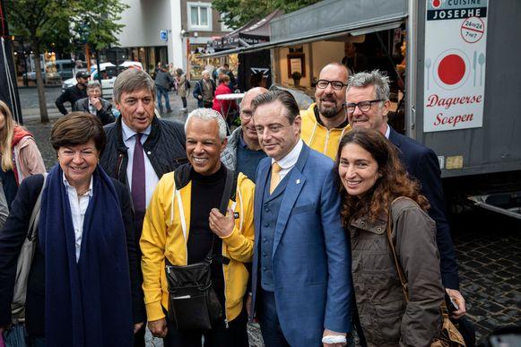 Bart De Wever, Zuhal Demir en Jan Jambon voeren mee campagne om de N-VA in Bilzen te steunen.
