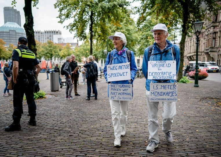 Tegenstanders van de spoedwet houden in Den Haag een demonstratie. Gaat de overheid te ver in het beknotten van onze vrijheid? Beeld ANP