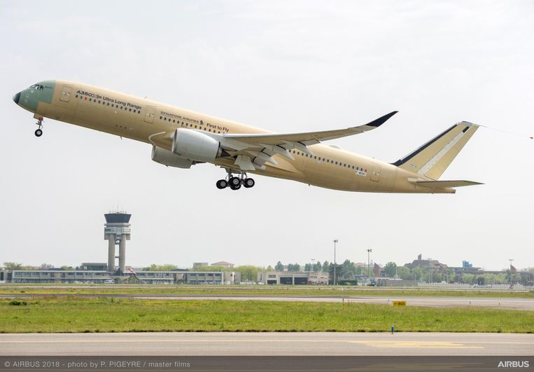 De A350-900ULR bij zijn eerste test maandag in Toulouse.