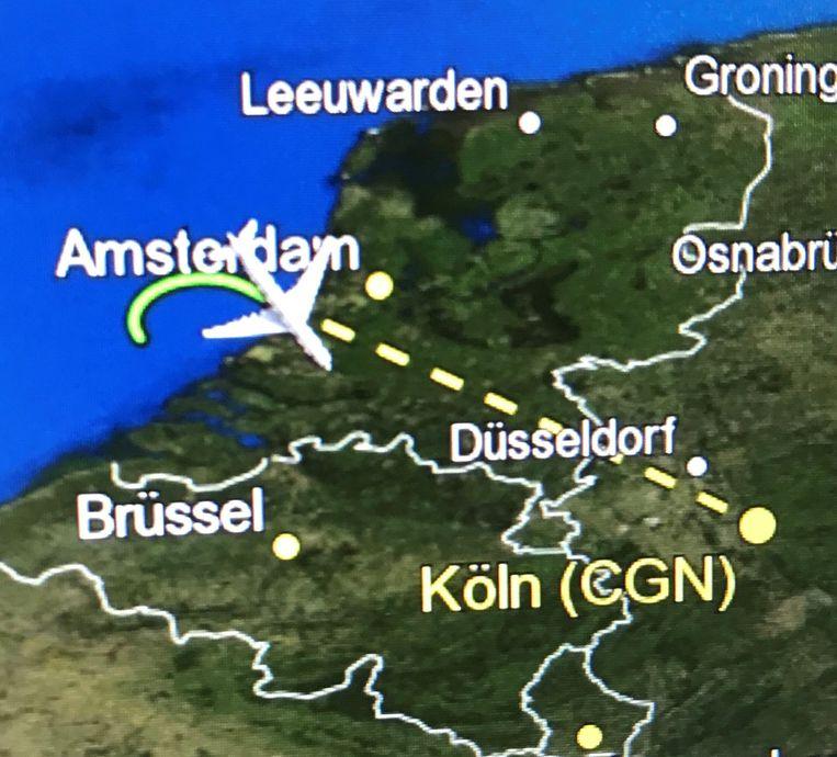 De vliegroute van het Duitse regeringsvliegtuig. De Airbus bevond zich boven Nederland toen het technische problemen kreeg.  Beeld REUTERS