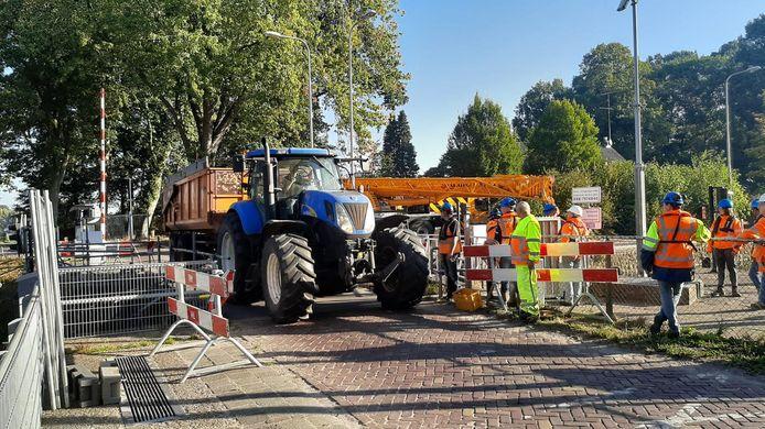 Het is voor auto's weer mogelijk om het Wilhelminkanaal over te steken.