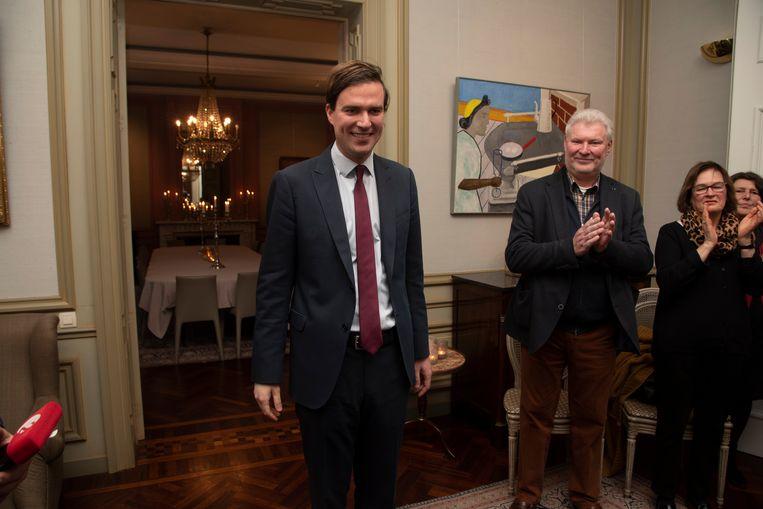 Mathias De Clercq heeft in Gent de eed afgelegd als burgemeester in aanwezigheid van zijn gezin en zijn vader Yannick.