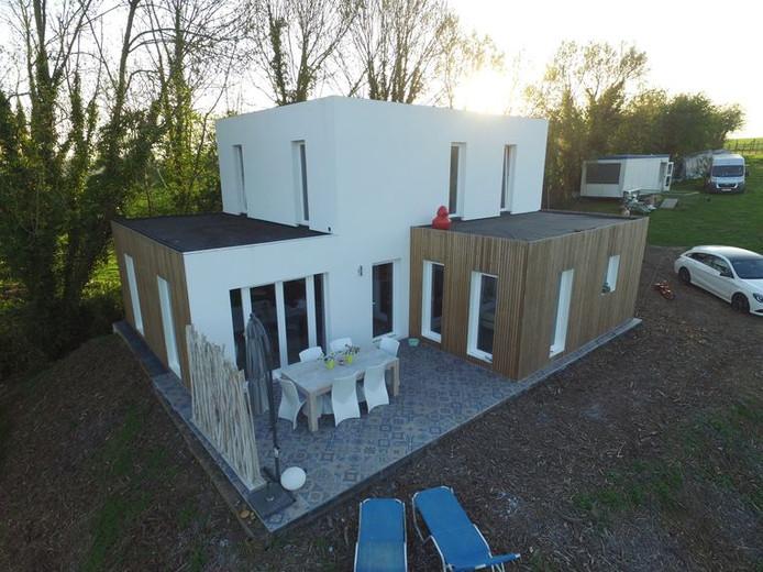 Het huis is volledig te demonteren en elders opnieuw op te bouwen.