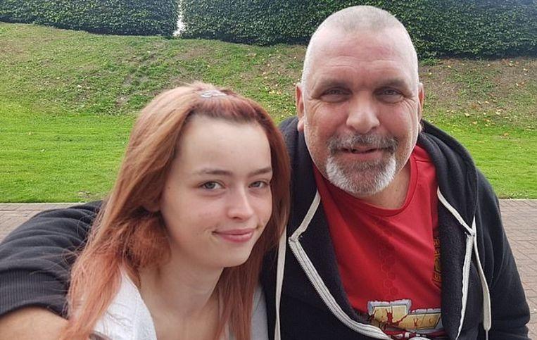 Beth en Andy: tussen de tortelduifjes zit een leeftijdsverschil van maar liefst 28 jaar.
