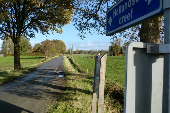 De Hollandse Dreef tussen Essen en Nispen.  Iets verderop gaat deze weg over in een fietspad met daarnaast een zandpad.
