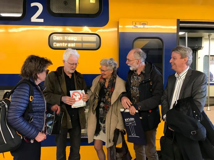 Het actiecomité Goederentreinen Nee toog gisteren met vijf afgevaardigden naar Den Haag.