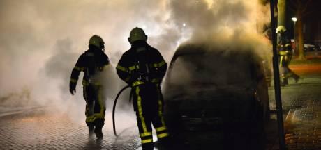 Twee auto's in vlammen op in Jacob Edelstraat in Breda