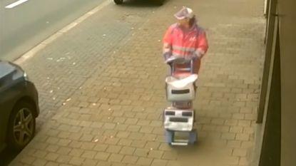 Politie zoekt valse postbode die overval pleegde: beelden tonen hoe hij precies te werk ging