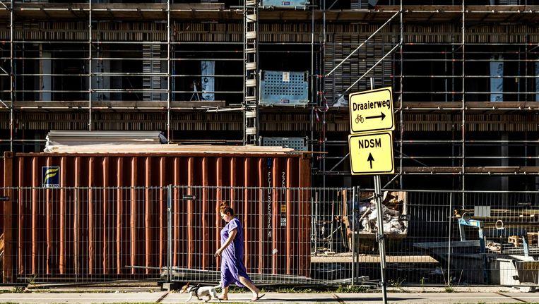 Het toezicht op de bouw van huizen en andere gebouwen wordt voorlopig niet overgedragen aan het bedrijfsleven. Beeld anp