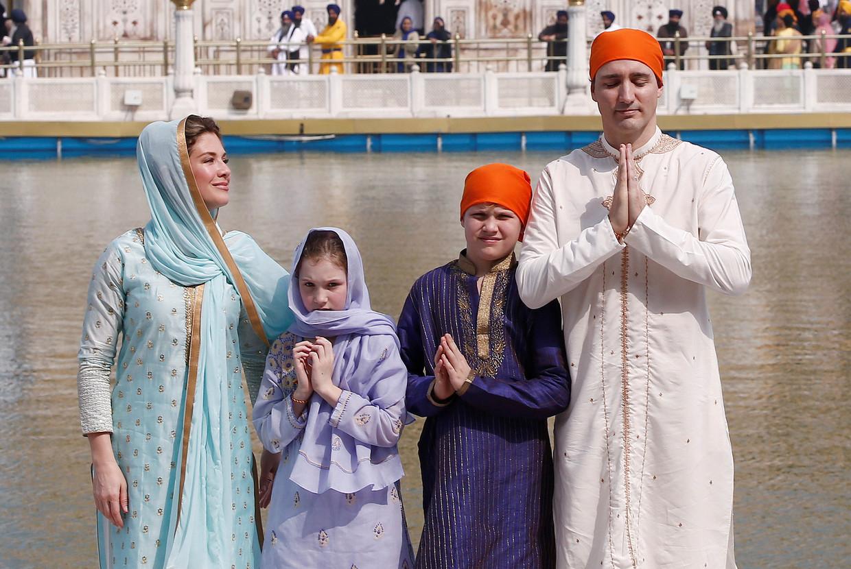 De 'verkleedpartij' van de familie Trudeau tijdens het bezoek aan India.