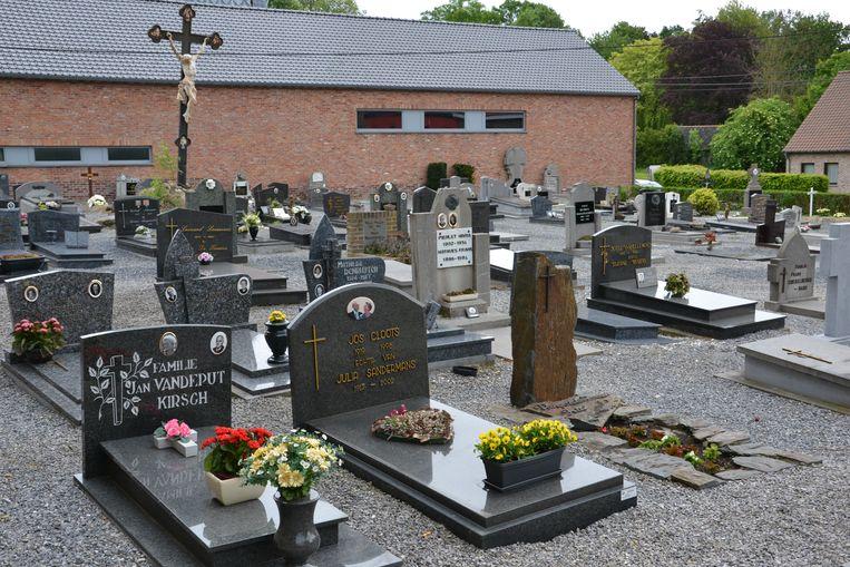 GLABBEEK-de gemeente blijft investeren voor het onderhoud van de kerkhoven zoals hier in Bunsbeek