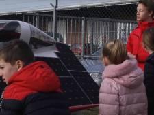 Scholieren op excursie bij Solar Team Twente in Enschede