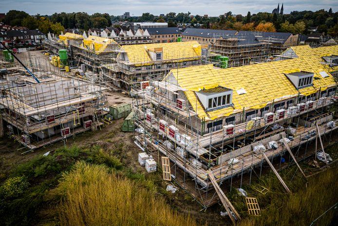 GELDROP - Een luchtfoto van een nieuwbouw woningwijk in aanbouw in Geldrop.