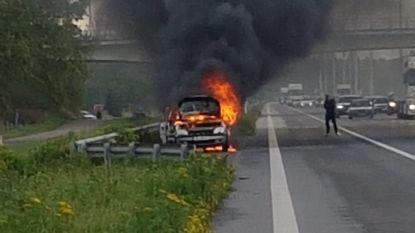 Terugweg in mineur: auto van Duits gezin brandt uit op E34