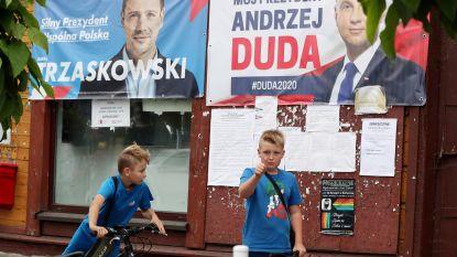 Nek-aan-nek-race in Poolse presidentsverkiezingen, maar Duda eist zege toch al op