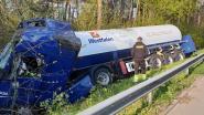 Tankwagen belandt in gracht op E313