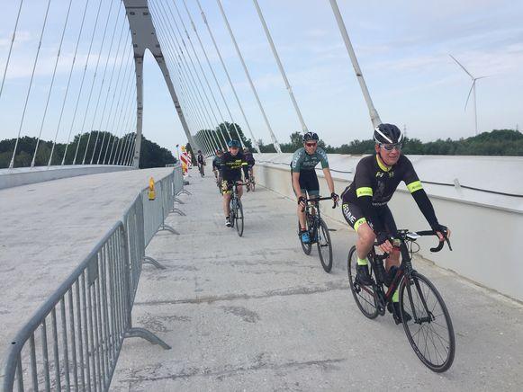 In Zutendaal is de nieuwe brug over het Albertkanaal al open voor fietsers en voetgangers.