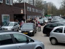 Gele kaarten, go-pro's en straten afsluiten in strijd tegen auto's bij Deventer basisscholen